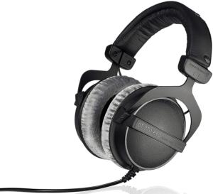 Beyerdynamic DT 770 Pro - top closed back headphones 1