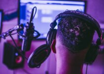 8 Best Headphones For Video Editing Purpose For Pro Editors !
